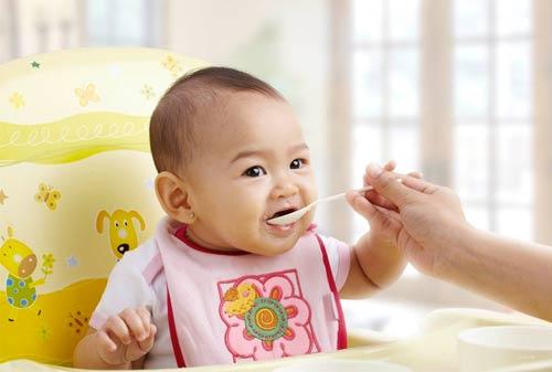 Hal yang perlu Diketahui Saat Memberikan Puding pada Bayi